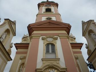 zurich church-1323904_640.jpg